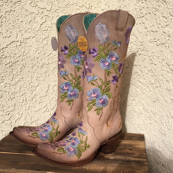corral floral embroidered boots